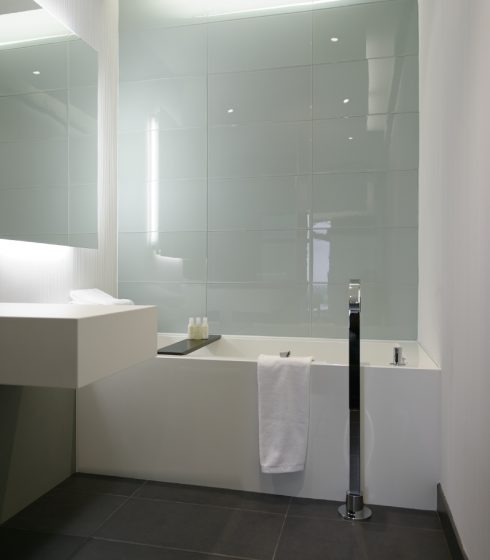 hotel pur project cube bathtub